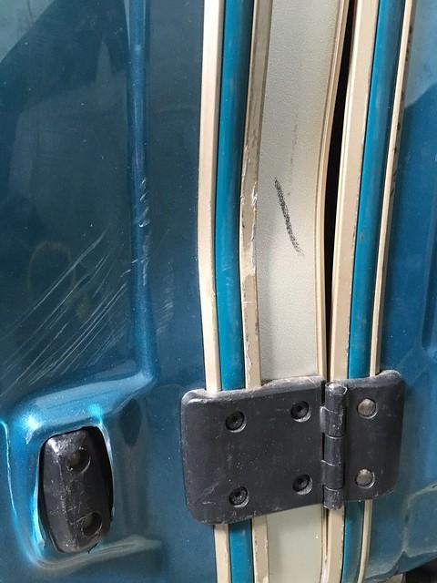 美麗華行李箱撞壞慘狀