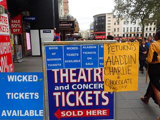 Immagine di Leicester Square. britain greatbritain uk england london centrallondon leicestersquare humor humour funny theatre