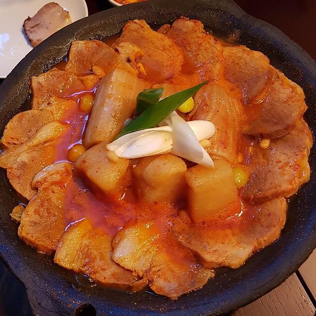 @michel_iljun_yang 양사장의 #약수역 #수와 에서 먹은 #돼지고기 #김치찜 . 세상 맛있었다. #먹스타그램 #맛스타그램   #GalaxyNote7 #Note7 #노트7
