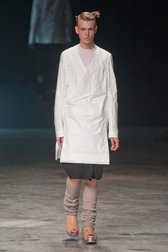 Genia Potapenko3001_SS13 Paris Rick Owens(fashionising.com)
