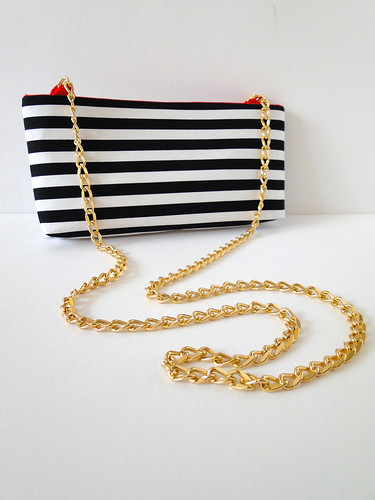 15 Striped Crossbody Clutch Tutorial by Fabric Paper Glue