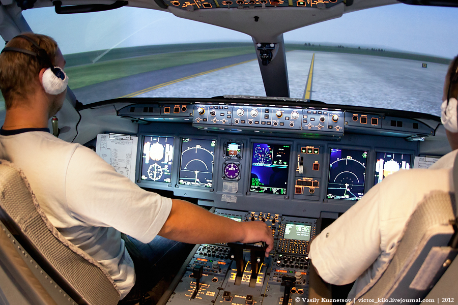 Sukhoi SuperJet 100 FFS
