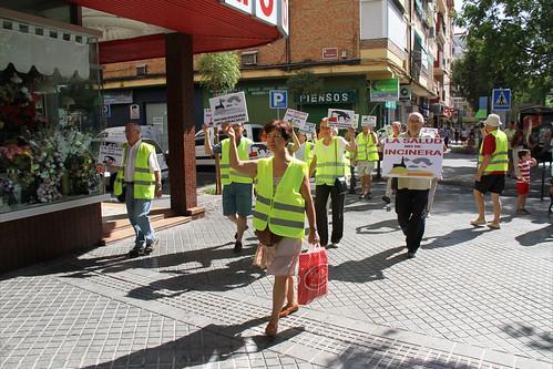 Manifestación en Valdeolleros contra la incineración de residuos en la cementera de COSMOS.