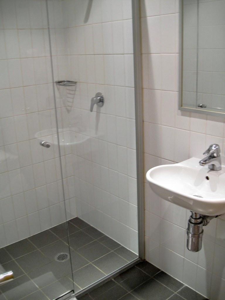 乾溼分離的衛浴,還好這是澳洲,還算乾淨,至少在我這一次澳洲行內,這一家是最乾淨的一家XDD