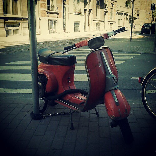 old is good #vespa #brussels