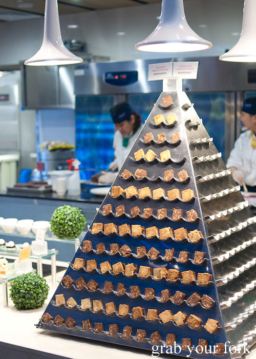 biscotti pyramid dessert buffet at todai marina bay sands singapore