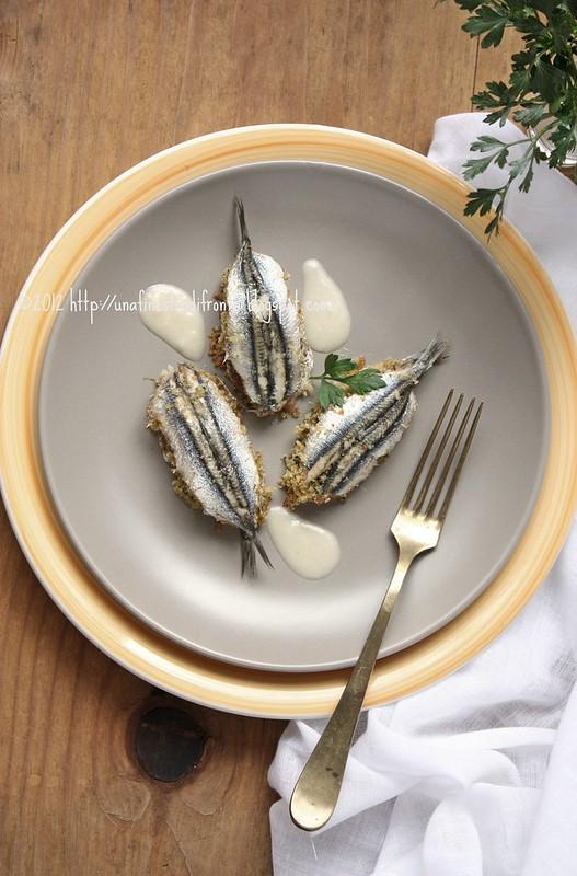 Sandwich di alici alle zucchine su passato di cannellini