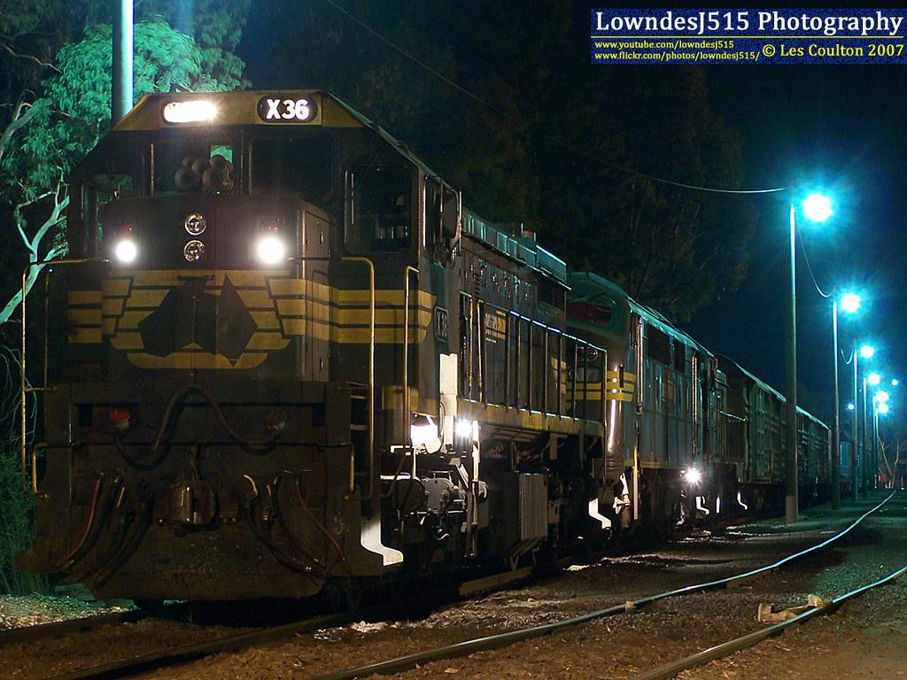 X36, A73 & P21 at Mooroopna by LowndesJ515