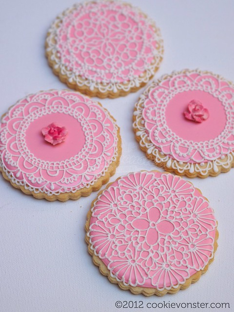 Round lace cookies 3.5"