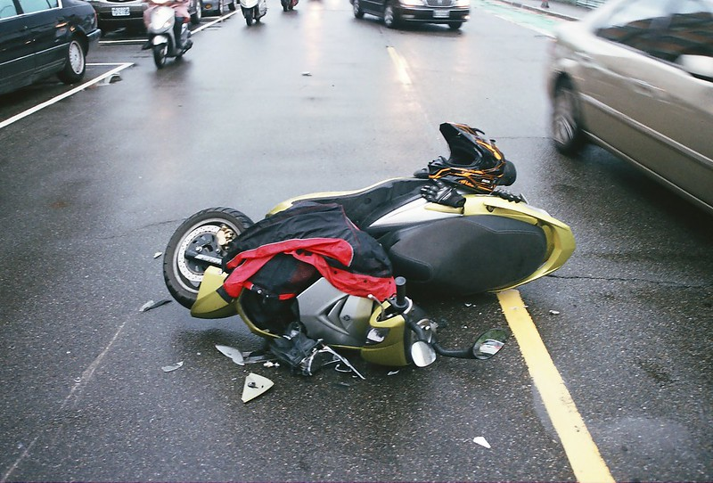 天雨路滑我摔車 實錄