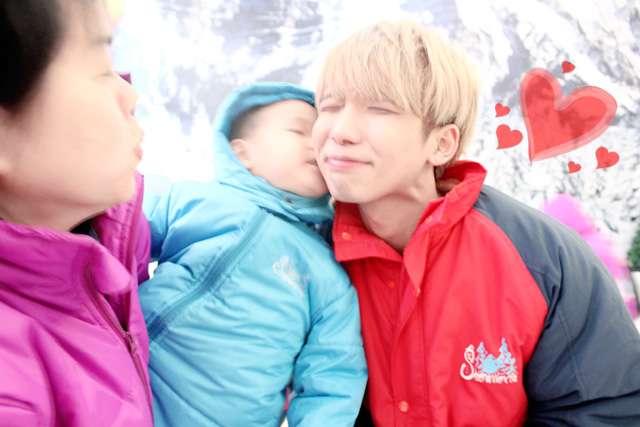typicalben at snow world kiss by baby lol