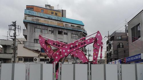 ピンクのショベルカー