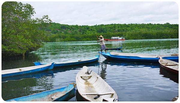 Pêcheur de Nusa Ceningan avec sa barque