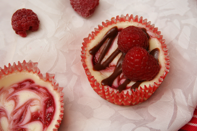 raspberry swirl cheesecake cupcakes 6