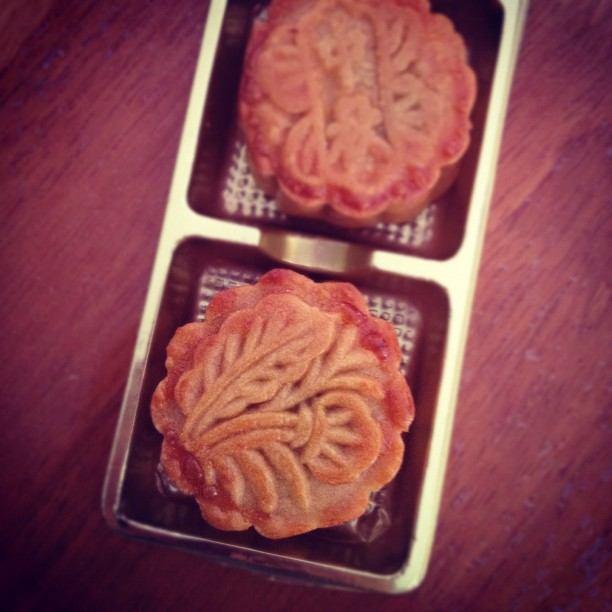 2nd attempt on traditional moon cakes. Not perfected, but still good (at least to me hah) :p