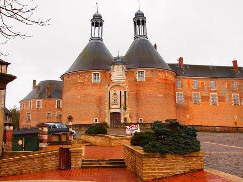 france burgundy historical chateau yonne stfargeau chateaudesaintfargeau mickyflick