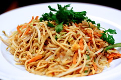 green papaya salad(0.0), noodle(1.0), meal(1.0), mie goreng(1.0), bakmi(1.0), fried noodles(1.0), lo mein(1.0), pancit(1.0), spaghetti(1.0), spaghetti aglio e olio(1.0), produce(1.0), food(1.0), dish(1.0), yakisoba(1.0), chinese noodles(1.0), pad thai(1.0), vermicelli(1.0), cuisine(1.0), chinese food(1.0), chow mein(1.0),