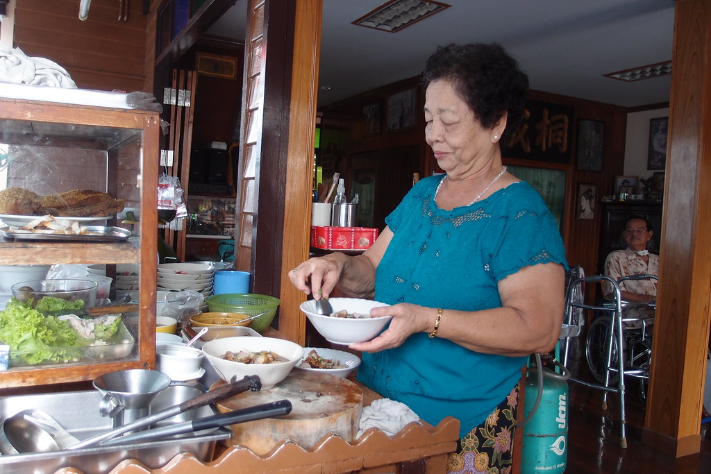 Must Try Bangkok Food: Lady Preparing Kway Chap