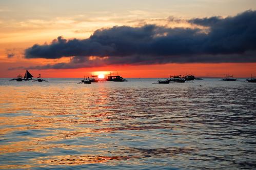 travel sunset red sea cloud sun reflection beach water silhouette asian island boat nikon asia southeastasia waves horizon philippines insel tropical sail boracay tropics visayas philippinen whitebeach d40