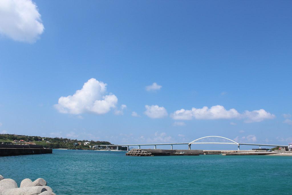 瀬底島への橋2