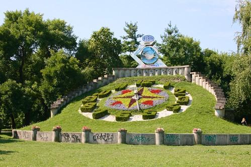 parculcivic timișoara temesvár temeschwar banat romania românia europe city town urban park clock