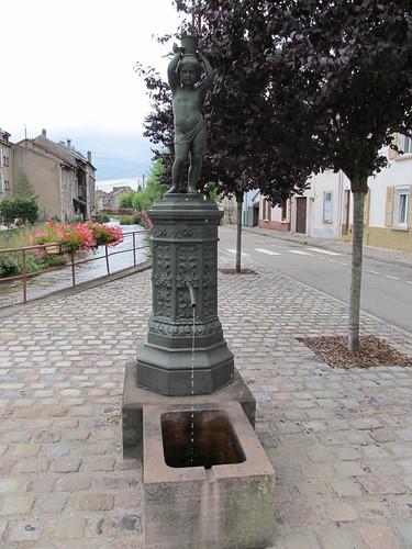 fontaine et monument raon l'etape 072