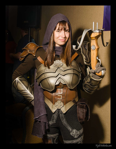 Veronica's Demon Hunter Cosplay
