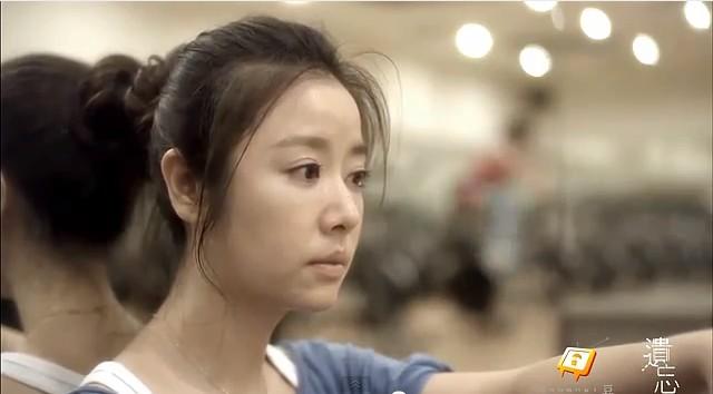 微電影《遺忘》:何薇安聽趙敏細數羅品中的優點,想起自己也都深知他的好、卻很久沒再想起