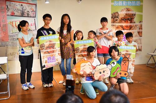 學生以戲劇表達觀看動物表演等於是觀看動物的痛苦,無法開心。(圖片來源:關懷生命協會)
