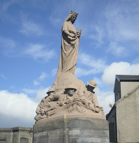 Alloa War Memorial from front right
