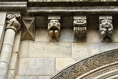 Modillons de l'église abbatiale de la Roë - Mayenne