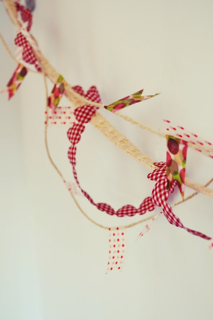 como hacer una guirnalda con washi tape y otros materiales (7)