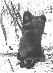 mujer-selknam-con-pintura-facial-de-aparente-uso-cotidiano-foto-tomada-por-gusinde-en-1918-1922