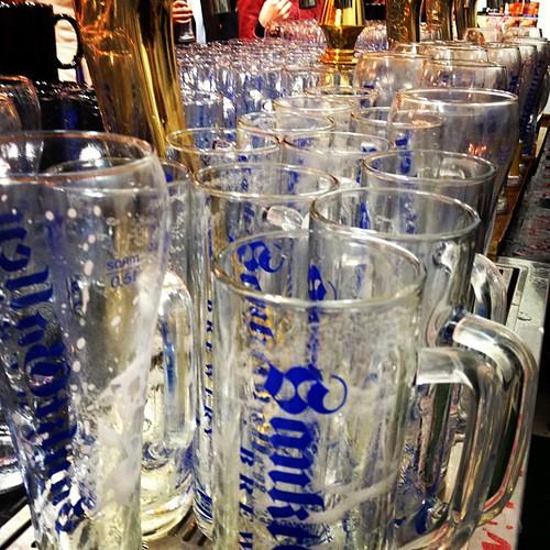 閉場!今日は平日営業で1番の混雑でした(恐らく明日はさらに…)。さぁ、グラス洗いやっつけるよー!
