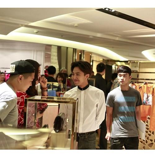 G-Dragon_HarveyNichols-COLOMBO_VIA_DELLA_SPIGA-HongKong-20140806 (52)