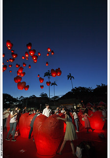 七夕 菁桐放心形天燈 to release sky lanterns in the night of Chinese Valentine's Day