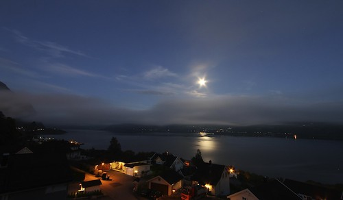 Volda by night