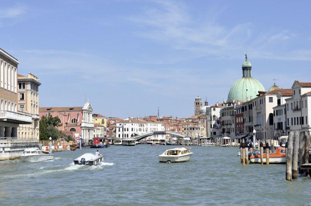 Venecia: La primera imagen que se tiene al tomar el Vaporetto y navegar por los canales deja una estampa impresionante, algo único, una ciudad sin parangón. venecia - 7961946134 5a82686ecd o - Venecia, cosas que NO debes hacer en tu visita
