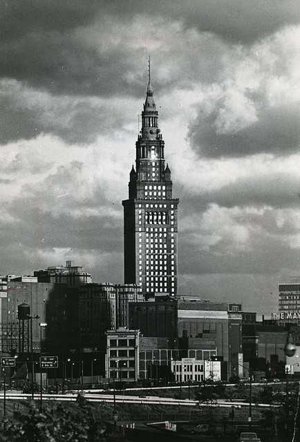 Union Terminal Tower, October 9, 1973, photo by Bill Nehez, Cleveland Press