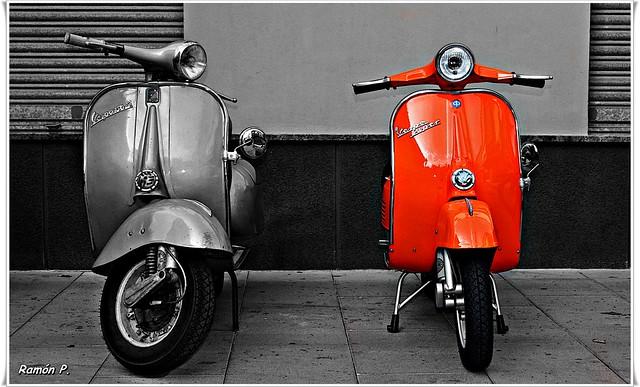 Vespa clasica naranja---(classic Vespa orange)