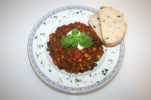 41 - Chili con Carne mit Zartbitterschokolade / Chili con carne with dark chocolate - Serviert