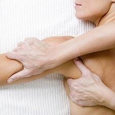 De handeling van osteopathie op een patient
