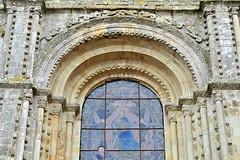 Façade de l'église abbatiale de la Roë - Mayenne