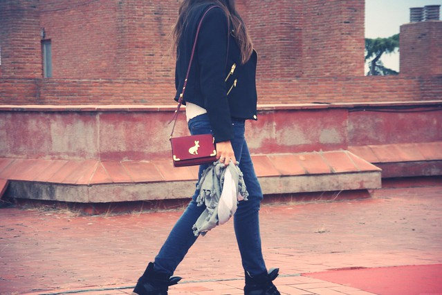 Look sneakers negras + burgundy