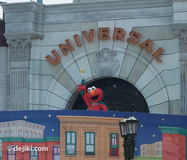 Elmo (USS Sesame Street ride entrance)
