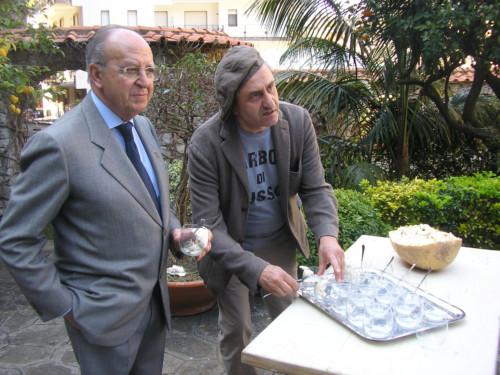 Sergio Corbino delegato AIC con il pasticciere Antonio Cafiero foto di Vincenzo Califano
