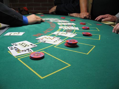 1280px-Blackjack_board