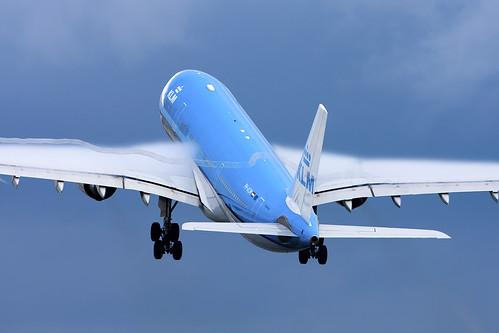 KLM A330 PH-AOM Condensation takeoff