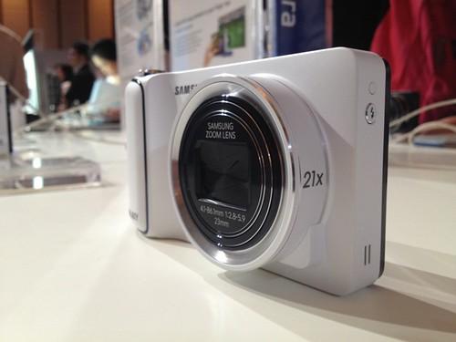 Samsung Galaxy Camera tampak depan