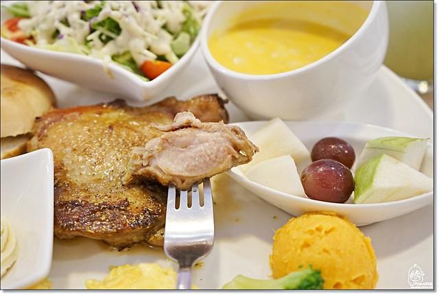 29054119400 996f1795c8 z - 『台中。沙鹿』 食樂咖啡-沙鹿小鎮裡的粉紅浪漫早午餐、咖啡、甜點,份量大又超值,甜點更是大推薦。(已歇業)